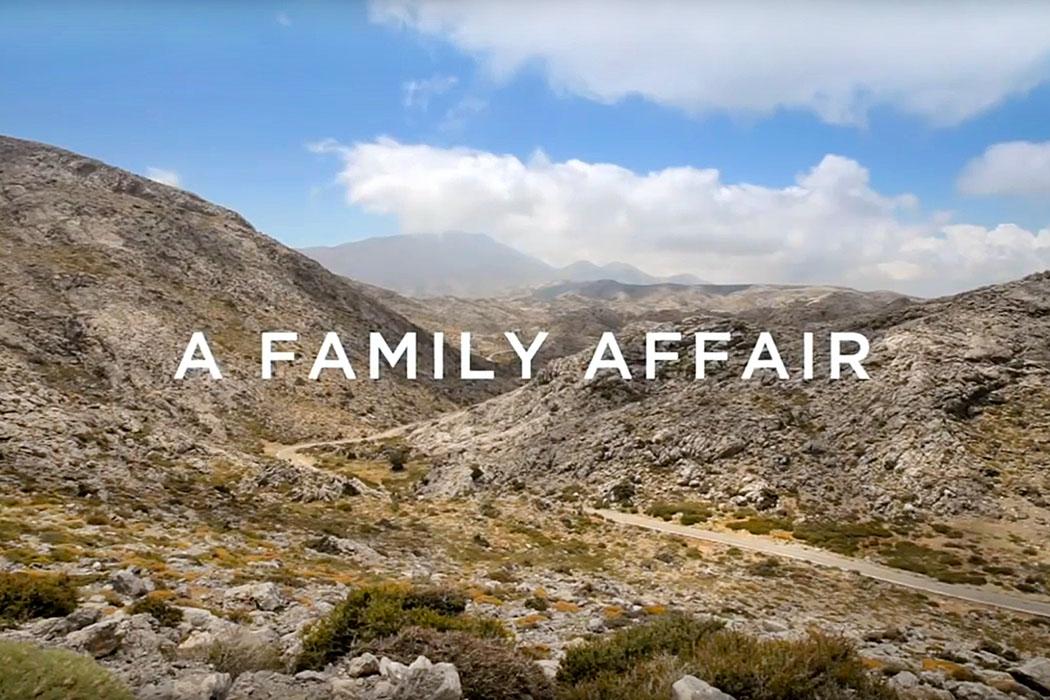 Movie_A Family Affair,2015, Xylouris, Crete - Die Familie Xylouris lebt im Bergdorf Anogia auf der Insel Kreta. Sie dürfen wohl die bekannteste Musikerfamilie Griechenlands sein. Die Filmdokumentation zeigt wie die Musik vom Vater zum Sohn und von diesem zum Enkel weitergegeben wird.