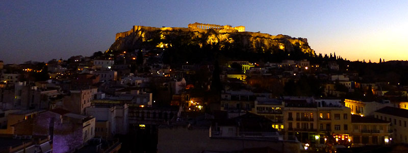Plaka Hotel in Athen: Von der Dachterrasse ein einmaliger Blick auf die Akropolis und die Dächer der Plaka.