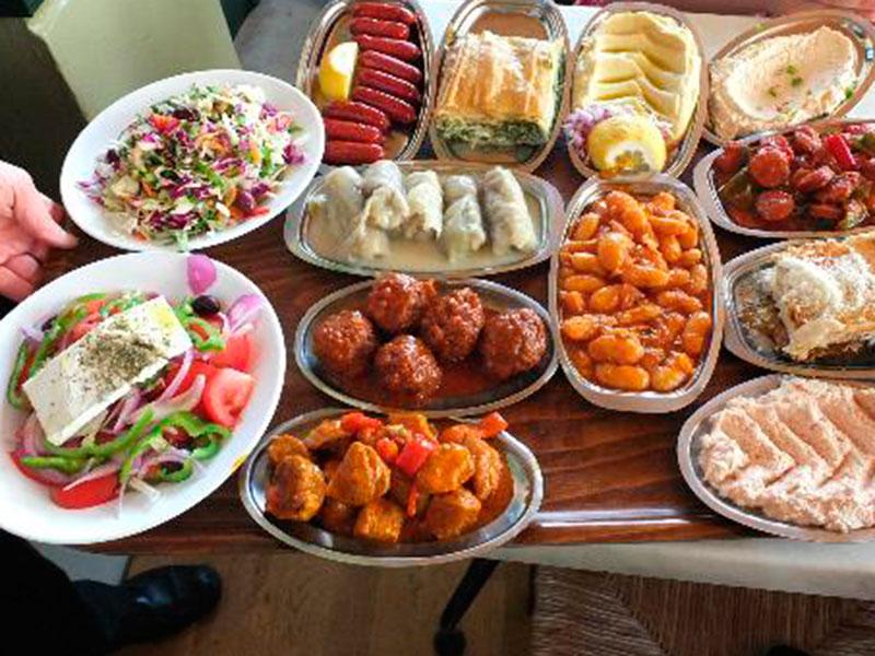 """Vorspeisentablett im Restaurant """"Sholarhio"""" To Yerani."""