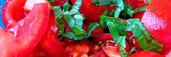 Der Tomatensalat ist ebenfalls schnell angemacht.