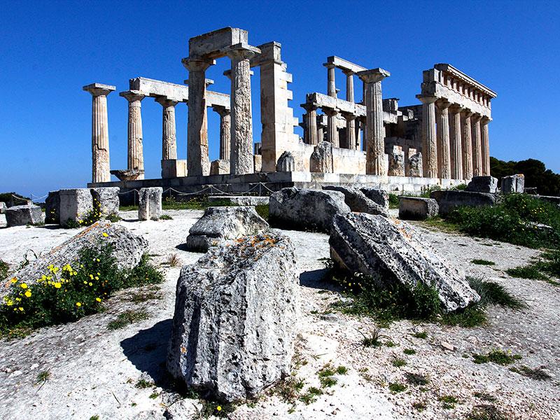 Die Südwestecke mit verwitterten Säulentrommeln.
