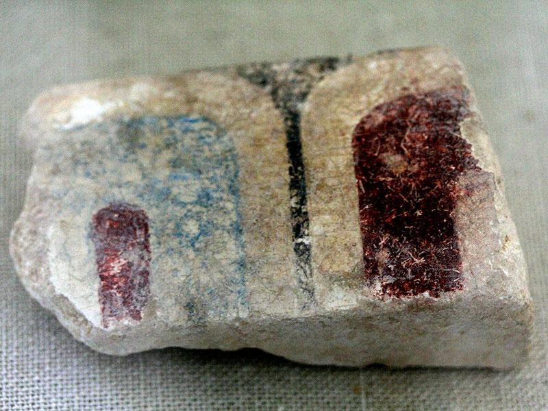 Bemaltes Tempelfragment vom ersten Tempel.