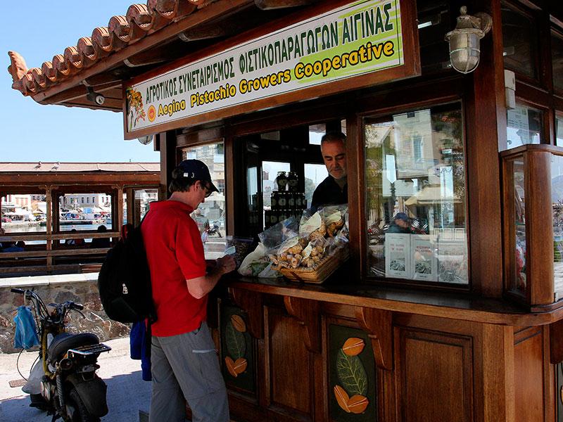 Die Pistazien-Kooperative verkauft die Leckerbissen direkt am Hafen zu sehr günstigen Preisen!
