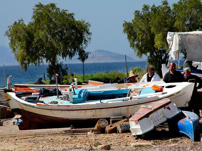 Die Fischer holen ihre Boote aus dem Winterschlaf.
