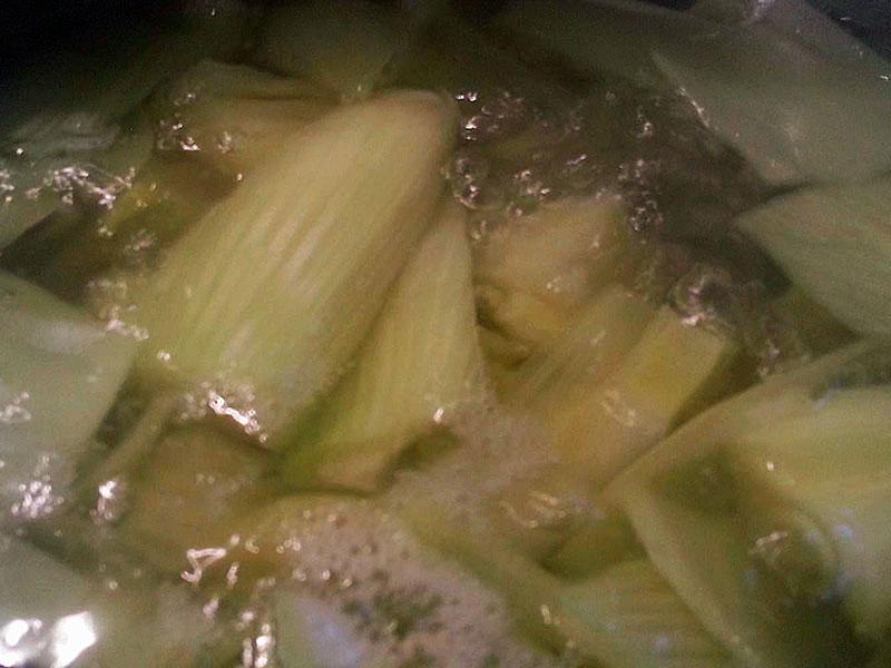 Der Fenchel sollte 10 Minuten kochen.