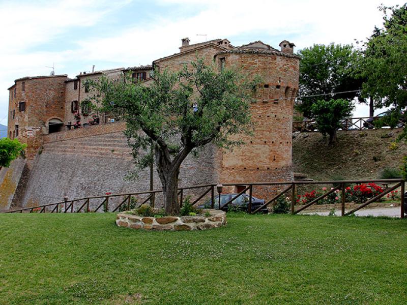 Mehr Burg wie Dorf - Castello di Loretello.