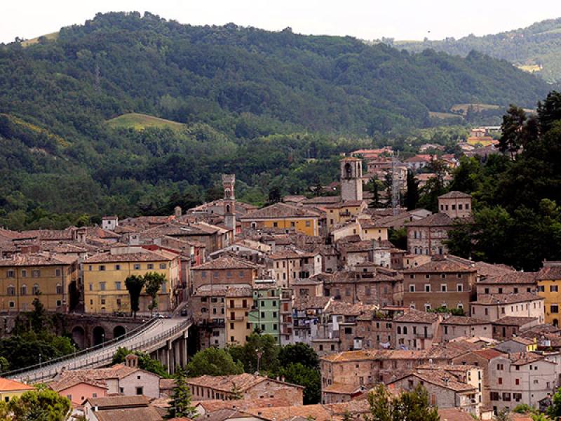 Pergola ist ein italienisches Städchen in der Provinz Pesaro-Urbino. Es liegt etwa 60 km westlich von Ancona.