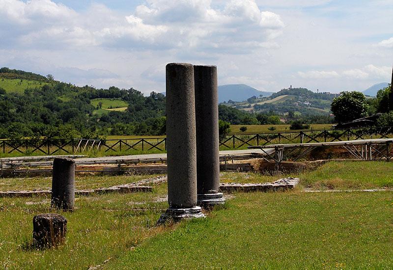 Ausgrabungen von Sentinum,  eine antike Stadt an der Grenze zwischen den Marken und Umbrien.