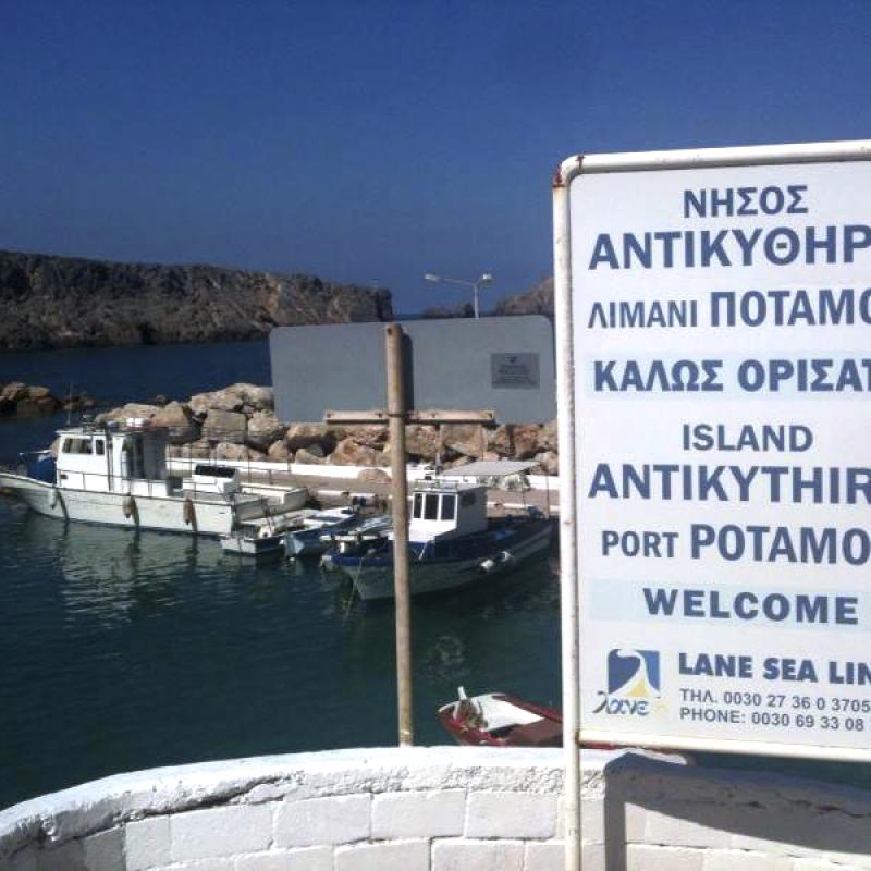 Der Inselhafen Potamos.