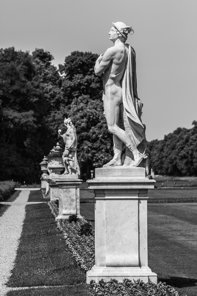 Deutschland: Hermesstatue in Nymphenburg
