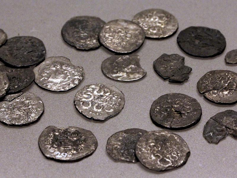 Anhand der Münzfunde aus Ephesus und Pergamon erlauben eine Datierung zwischen 70 und 60 v. Chr.