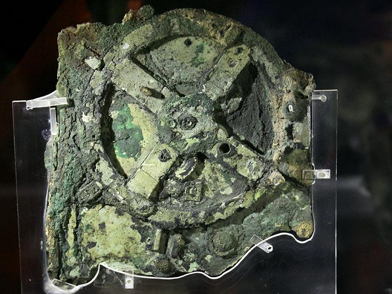 Das Schiffswrack von Antikythera im Nationalmuseum von Athen - Viel mehr als ein Klumpen Kupfer: Der Mechanismus von Antikythera.