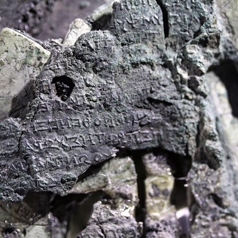 Die Monate mit Sonnen- und Mondfinsternissen waren mit Kürzeln in griechischen Buchstaben versehen.