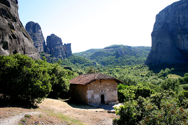Die Kirche Panagia Dupiani in wunderschöner Landschaft.