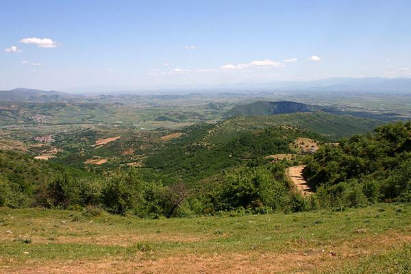 Am höchsten Punkt angekommen genießen wir weite Blicke auf die thessalische Landschaft.