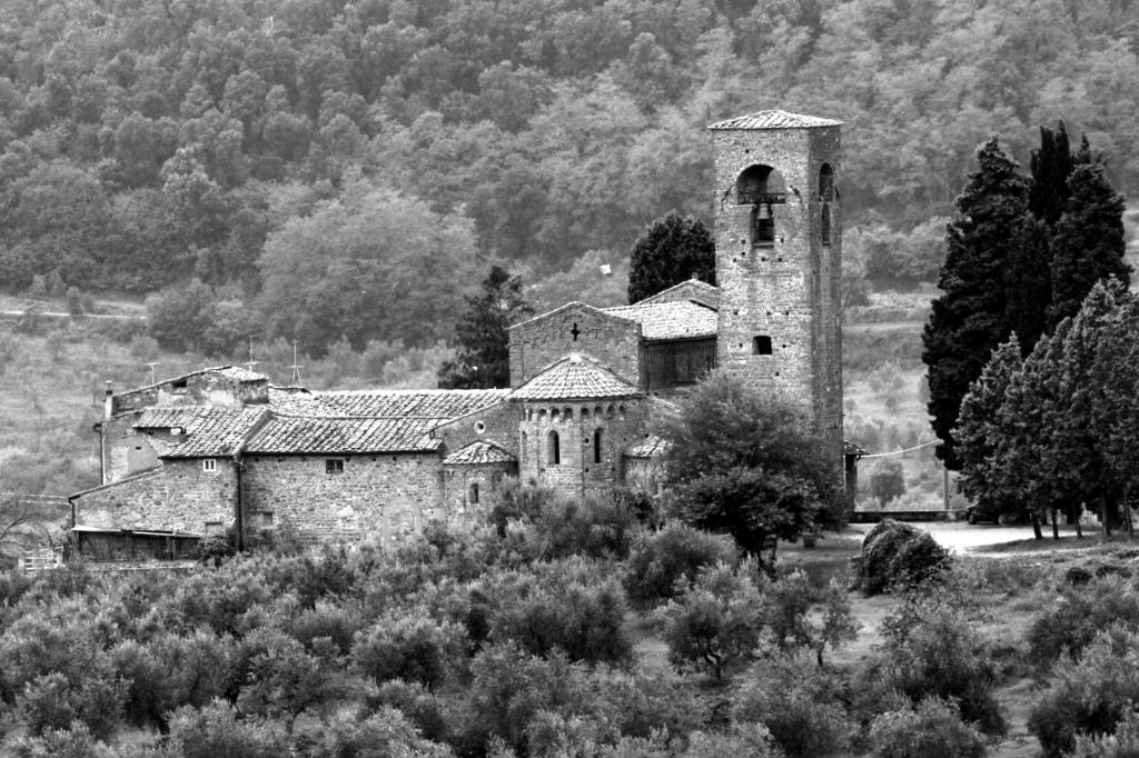 Italien: Romanische Kirche