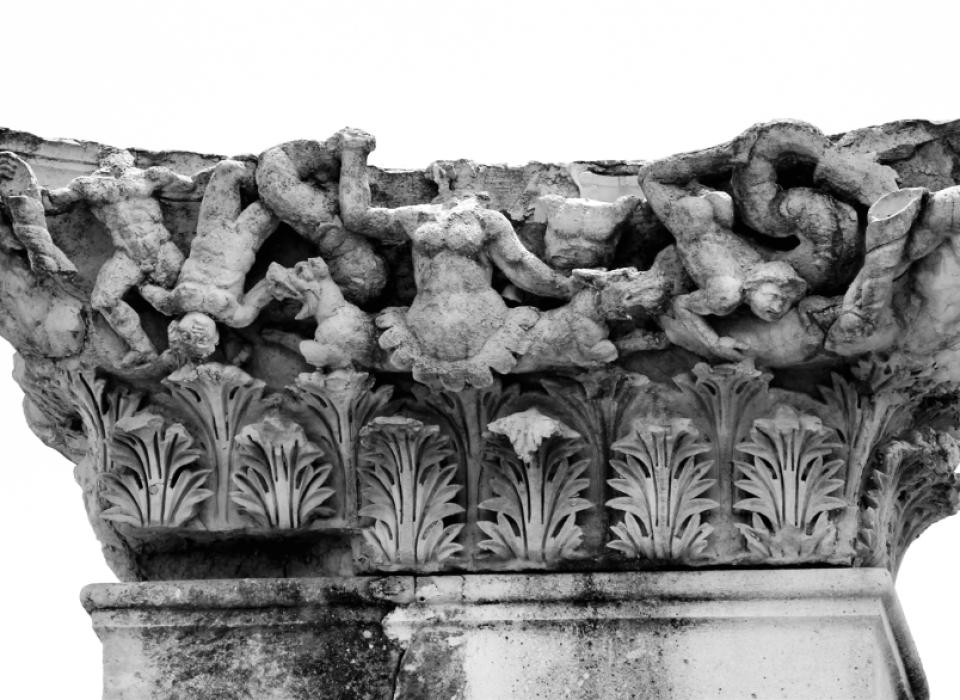 Türkei: Säulenkapitell in Magnesia