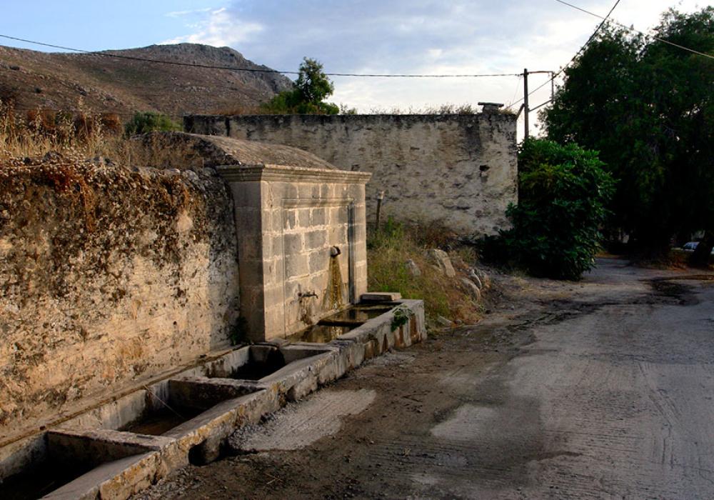 Der Dorfbrunnen.
