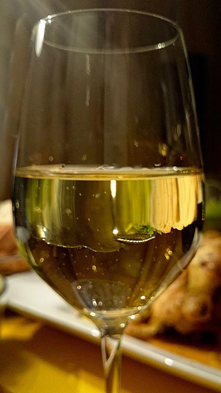 ...Weißwein eingießen.