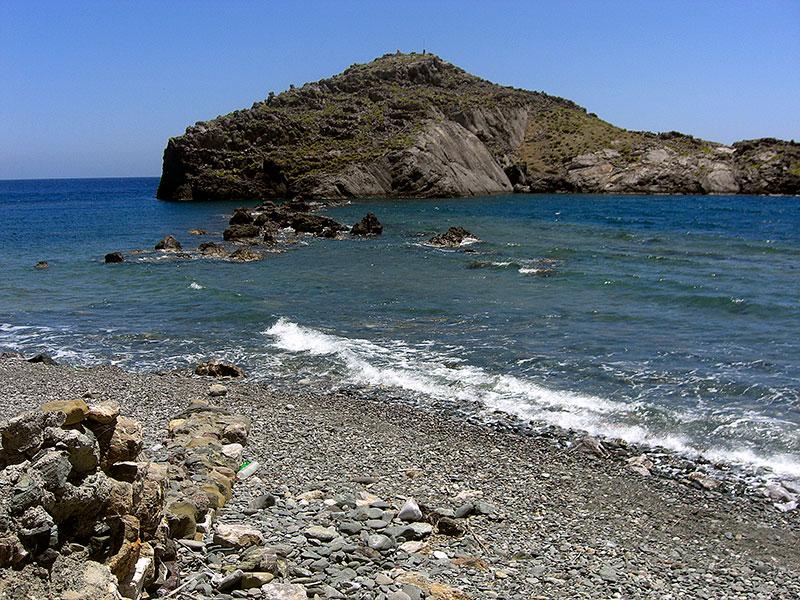 Ein Teil der Siedlung war die Insel Trafos, die mit einem befestigten Damm mit dem Festland verbunden war.