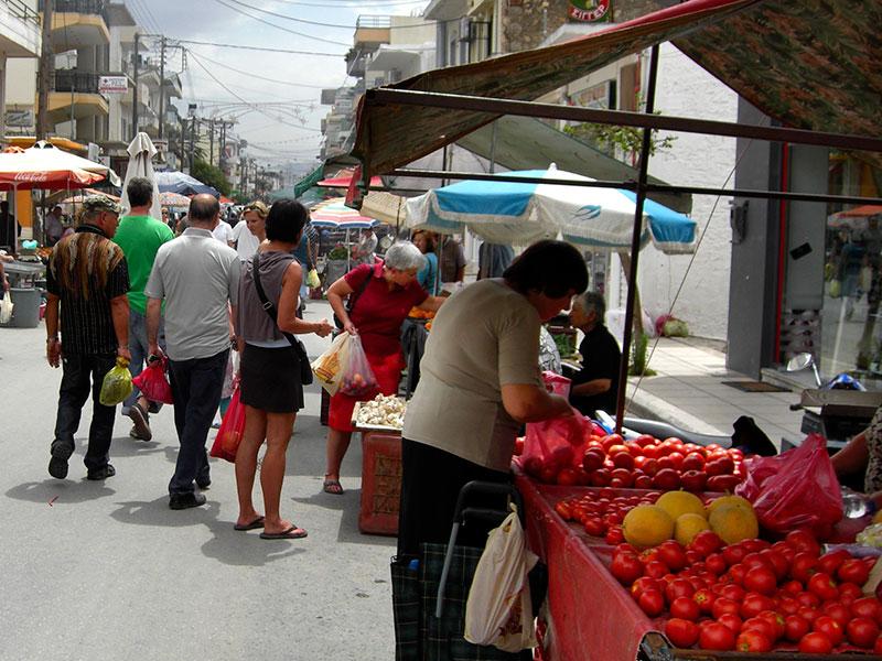 Die Bauern der Messara verkaufen im Juni überwiegend Tomaten, Melonen, Gurken und Kartoffeln.