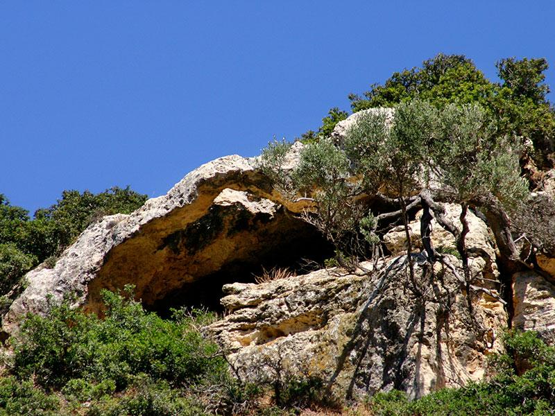 Die zahlreichen Höhlen in der Schlucht waren einst von Asketen bewohnt