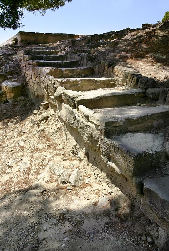 Diese Treppe führt zum Verbindungsweg nach Agia Triada.