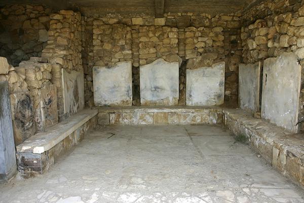 Raum mit Resten von Boden und Wandverkleidung, Fundort der berühmten Schnittervase.