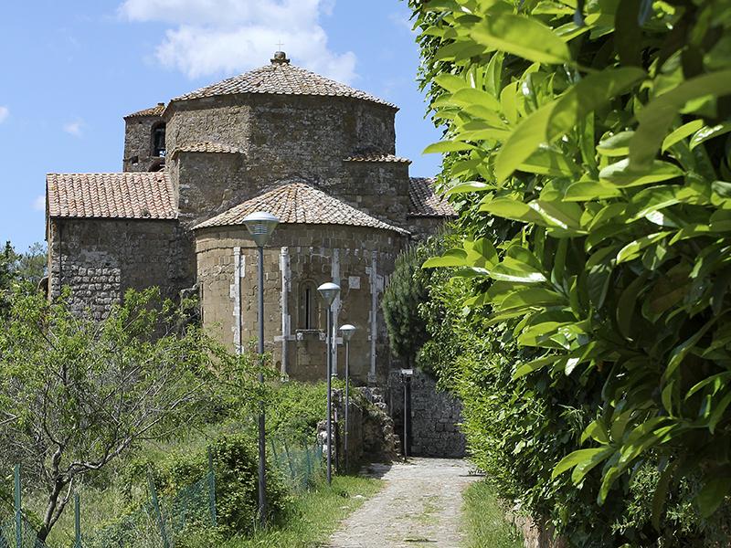Der St. Peter und Paul geweihte Dom befindet sich am westlichen Ende von Sovana.