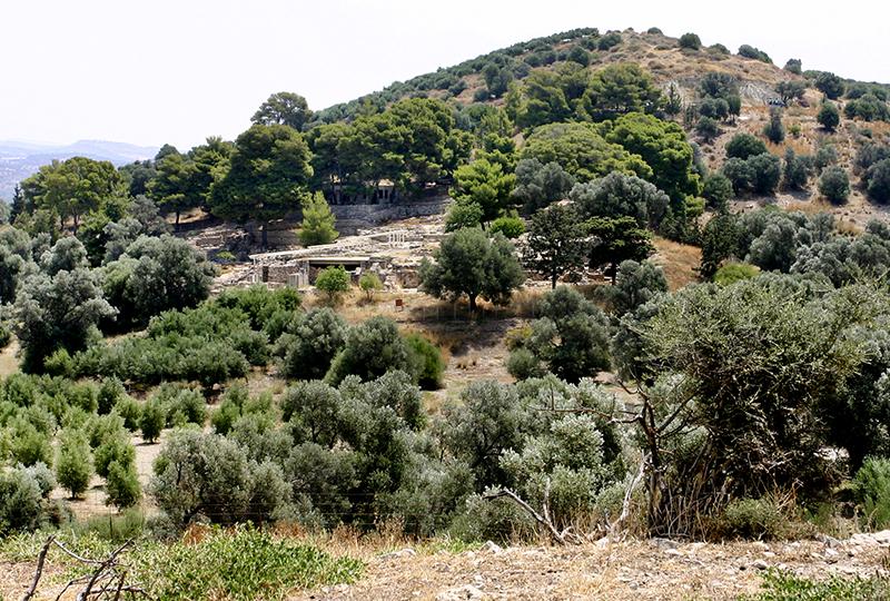 Übersicht der Palastanlage auf einem Hügel.