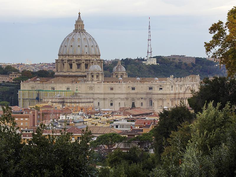 Der Petersdom ist die größte der Papstbasiliken in Rom, aber nicht die Kathedrale des Bischofs von Rom, dies ist die Lateranbasilika.