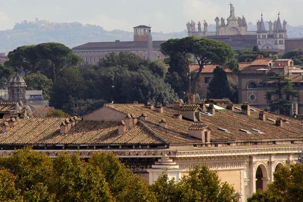 Rechts oben ist die Hauptfassade der Lateransbasilika zu sehen.
