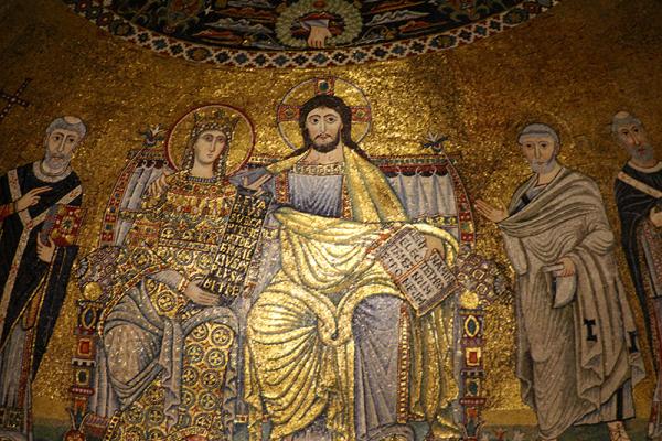 Auf überirdischem Goldgrund wird Christus, zusammen mit Maria, auf dem Thron gezeigt, umrahmt von Heiligen.