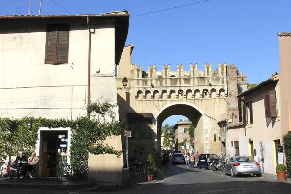 Die Porta Septimiana war eines von vier Toren der westlichen Tiberseite in Rom.