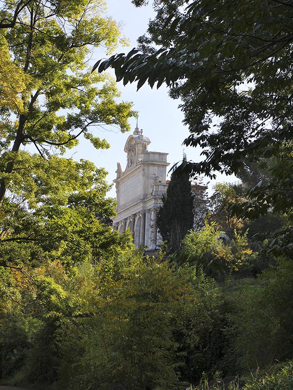 Die Front der Fontana Paola auf dem Gianicolo-Hügel.