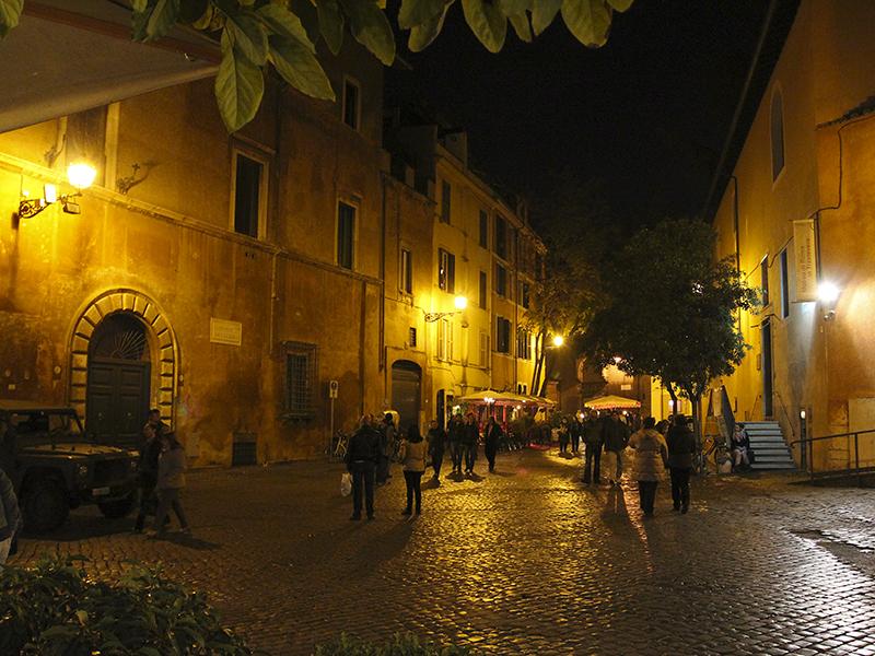 Malerische Piazza, auch Nachts noch eine Augenweide.