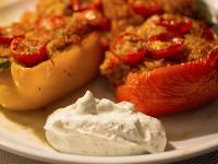 Gefüllte Paprika mit Thunfisch, Reis und Kräutern