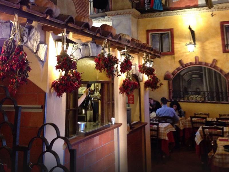 Der Innenraum des Casetta imitiert eine italienische Straße mit Flair.