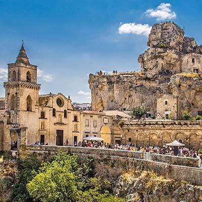 matera_sassi_basilikata_san pietro caveoso_ol Matera mit seinen Höhlensiedlungen, den Sassi. Die Kirche San Pietro Caveoso geht auf einen Vorgängerbau aus dem 13. Jhd. zurück. Foto: Pixabay