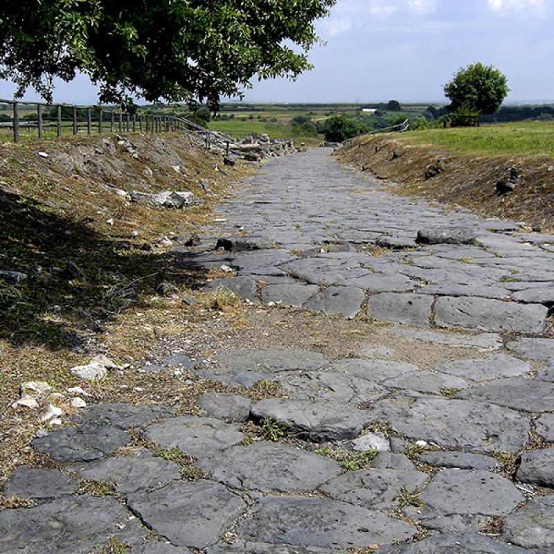 Etruskische Straße in der ehemaligen Stadt Vulci.