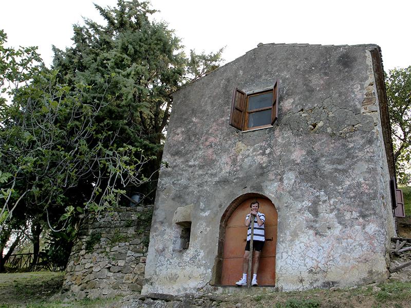 Sicht auf Il Poderino von der Weide. Hans bewacht den Kellereingang.