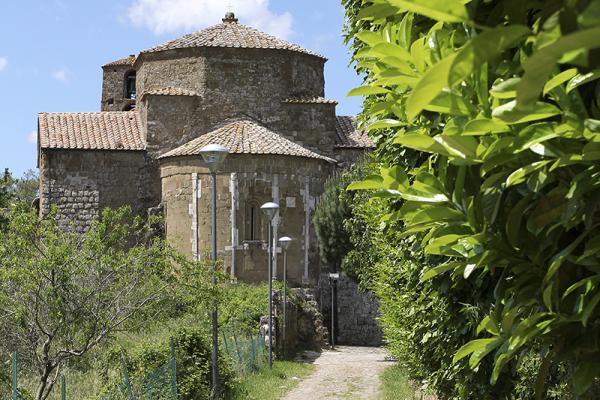 Der St. Peter und Paul geweihte Dom stellt das bedeutendste Monument des Mittelalters in Sovana dar.