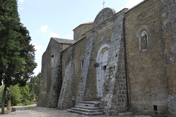 Der Dom im romanisch-gotischen Stil erbaut und von hohem künstlerischem Wert.
