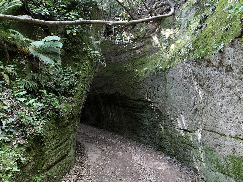 Der Vie Cave mit dem Namen Il Cavone ist von der Hauptstraße gut zugänglich.