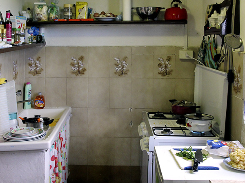Die Küche: Kein Luxus, aber alles da.