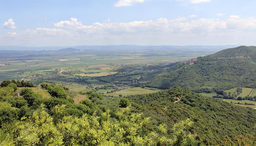 Maremma: Eine fast unentdeckte Region im Süden der Toskana - Blick von Vetulonia über die Maremma.
