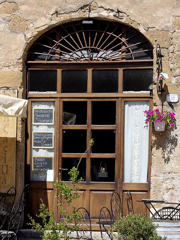 Die empfehlenswerte Weinbar Pancaciua,