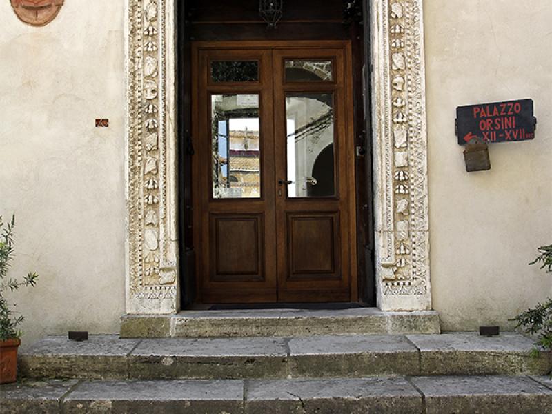 Der Eingang in das Museum im Palazzo Orsini.
