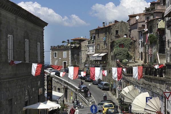 Blick vom Centrale auf die Hauptstraße in Manciano.