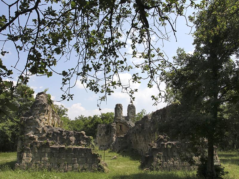 Die Ruine der romanischen Kirche von Vitozza.